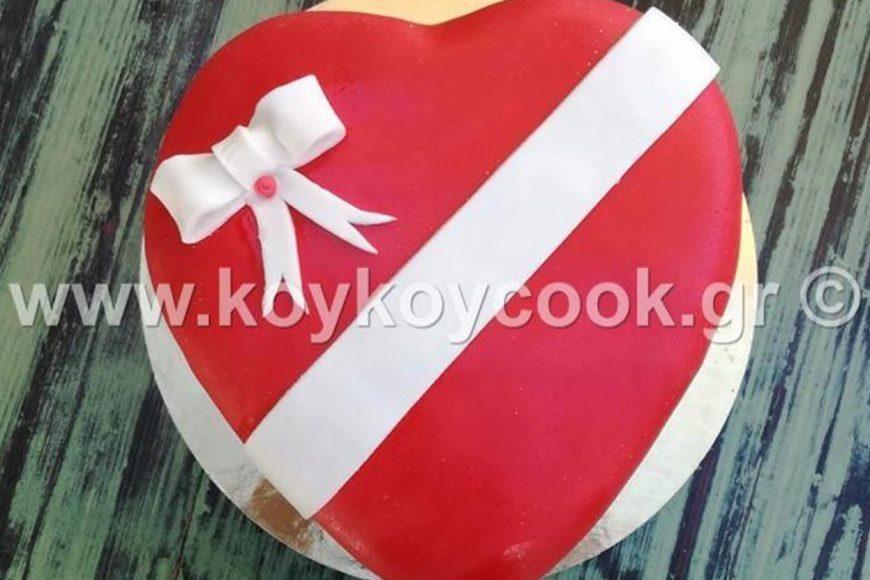 Τούρτα Σοκολατένια Καρδιά με Ζαχαρόπαστα